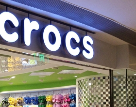crocs发光字店牌展示